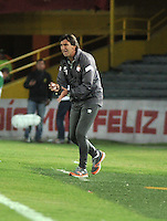 BOGOTA - COLOMBIA -22 -007-2014: Gustavo Costas, técnico de Independiente Santa Fe de Colombia, da instrucciones a los jugadores durante partido amistoso entre Independiente Santa Fe de Colombia y RC Deportivo de La Coruña de España,  en el estadio Nemesio Camacho El Campin de la ciudad de Bogota. / Gustavo Costas, coach of Independiente Santa Fe of Colombia gives instructions to the players during a friendly between Independiente Santa Fe of Colombia and RC Deportivo de La Coruña of Spain at the Nemesio Camacho El Campin Stadium in Bogota city, Photos: VizzorImage  / Luis Ramirez / Staff.
