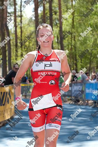 2013-05-05 / Thriathlon / seizoen 2013 / Sprint / Belgisch Kampioenschap / Vrouwen / Sofie Hooge wint het kampioenschap sprint thriathlon.