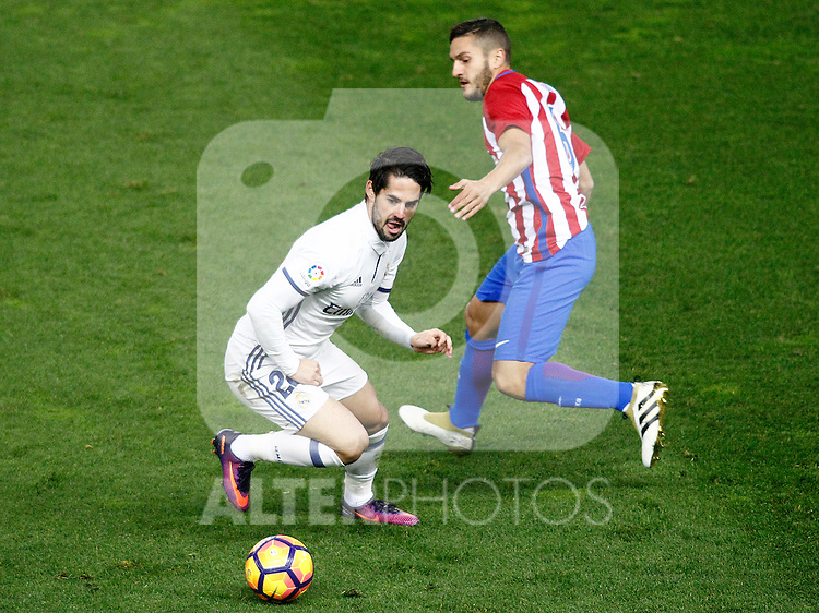 Atletico de Madrid's Koke Resurrecccion (r) and Real Madrid's Isco Alarcon during La Liga match. November 19,2016. (ALTERPHOTOS/Acero)