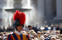 Una Guardia Svizzera in Piazza San Pietro durante una messa giubilare celebrata da Papa Francesco,  Citta' del Vaticano, 9 ottobre 2016.<br /> A Swiss Guard in St. Peter's Square during a Jubilee Mass celebrated by Pope Francis, at the Vatican, 9 October 2016.<br /> UPDATE IMAGES PRESS/Isabella Bonotto<br /> <br /> STRICTLY ONLY FOR EDITORIAL USE