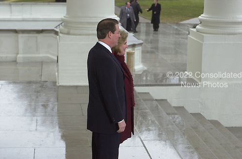 Washington, DC - January 20, 2001 -- United States Vice President Al Gore and his wife, Tipper, wait for Vice President-elect Dick and Lynne Cheney, on the steps of the White House, for a reception prior to the swearing-in ceremony at the United States Capitol..Credit: Ron Sachs / CNP