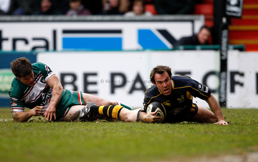 Photo: Richard Lane/Richard Lane Photography..Leicester Tigers v London Wasps. Guinness Premiership. 29/03/2008. Wasps' Fraser Waters touches down for a try as Tigers' Dan Hipkiss fails to tackle.
