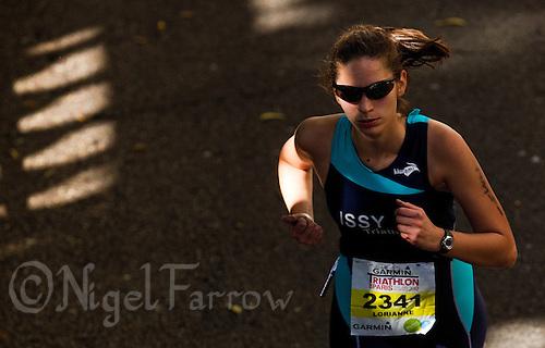 08 JUL 2012 - PARIS, FRA - Lorianne Boutzen (Issy Triathlon) on the run during the 2012 Triathlon de Paris in Paris, France .(PHOTO (C) 2012 NIGEL FARROW)