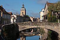 Europe/Europe/France/Midi-Pyrénées/46/Lot/Saint-Céré: Eglise des Récollets et quai des Récollets sur la Bave