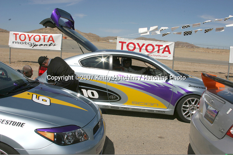 Joshua Morrow & crew reparing car rear end.2007 Toyota Pro/Celebrity Race Training.Danny McKeever's Fast Lane Racing School.Willow Springs Race Track.Willow Springs, CA  .march 17, 2007.©2007 Kathy Hutchins / Hutchins Photo....
