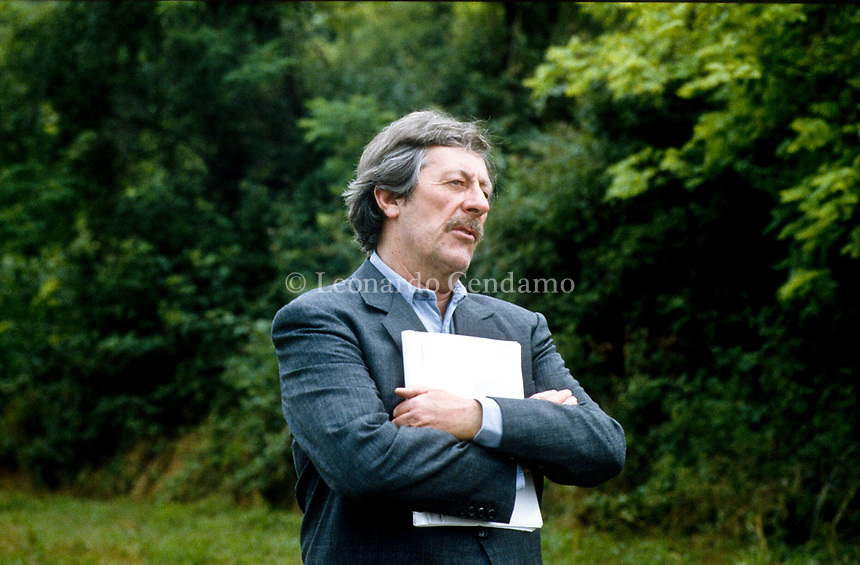 """He was 89. Jean Rochefort was one of France's most familiar actors, having appeared in more than 160 films.He was 87. German cinematographer Michael Ballhaus, who has died aged 81 in August, started his career in the 70s working for Ge""""La prossima volta il fuoco """" Director Fabio Carpi. Pordenone (Località Panicai) giugno 1993. © Leonardo Cendamo"""