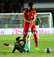 CALI- COLOMBIA, 27-8-2017: Diego Herner(Der.) jugador del América de Cali  disputa el balón con Nicolas Benedetti (Izq.) jugador del Deportivo Cali durante partido partido por la fecha 10 de la Liga Aguila II 2017 jugado en el estadio Pascual Guerrero de la ciudad de Cali. / Diego Herner  (R) player of América de Cali fights for the ball with Nicolas Benedetti (L) player of Deportivo Cali during match for the date 10 of the Liga Aguila II 2017played at the Pascual Guerrero Stadium in Cali city. Photo: Vizzorimage / Nelson Rios / Stringer