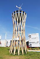 Nederland Amsterdam 2016 04 12. Fab City. Mobiele  Water Tower van Rick Tegelaar.  FabCity is een tijdelijke campus op de Kop van Java-eiland en bestaat uit zo'n vijftig innovatieve paviljoens, installaties en prototypes. Meer dan vierhonderd jonge studenten, professionals, kunstenaars en creatieven ontwikkelen de plek tot een duurzaam stedelijk gebied, waar ze werken, creëren, onderzoeken en hun oplossingen voor stedelijke vraagstukken presenteren. De deelnemers komen van verschillende onderwijsachtergronden, zoals kunstacademies, (technische) universiteiten en het beroepsonderwijs. Ingang. FabCity is een stad die werkt volgens de circulaire economie; een economisch systeem dat met maximaal hergebruik van grondstoffen waardevernietiging minimaliseert. Foto Berlinda van Dam / Hollandse Hoogte The Netherlands Amsterdam 2016 04 12. FABCITY CAMPUS FOR URBAN INNOVATORS. A temporary, freely accessible campus between 1 April until 26 June at the head of Amsterdam's Java Island in the city's Eastern Harbour District. Conceived as a green, self-sustaining city, FabCity comprise some 50 innovative pavilions, installations and prototypes. More than 400 young students, professionals, artists and creatives are developing the site into a sustainable urban area, where they work, create, explore and present their solutions to current urban issues. The participants are from various educational backgrounds, including art academies, (technology) universities and vocational colleges. Foto Berlinda van Dam / Hollandse Hoogte