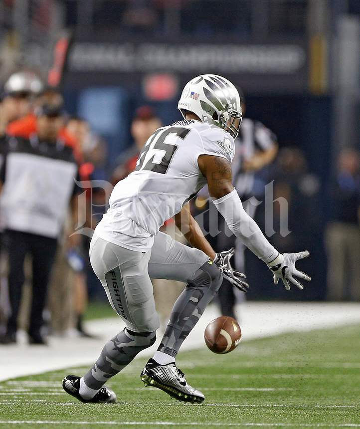 Oregon Ducks wide receiver Dwayne Stanford (85) drops a long pass against Ohio State Buckeyes defense during the 1st quarter in College Football Playoff Championship game at AT&T Stadium in Arlington, Texas on January 12, 2015.  (Dispatch photo by Kyle Robertson)