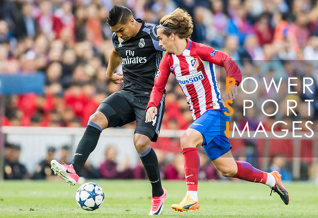 Antoine Griezmann (r) of Atletico de Madrid competes for the ball with Carlos Henrique Casemiro of Real Madrid during their 2016-17 UEFA Champions League Semifinals 2nd leg match between Atletico de Madrid and Real Madrid at the Estadio Vicente Calderon on 10 May 2017 in Madrid, Spain. Photo by Diego Gonzalez Souto / Power Sport Images