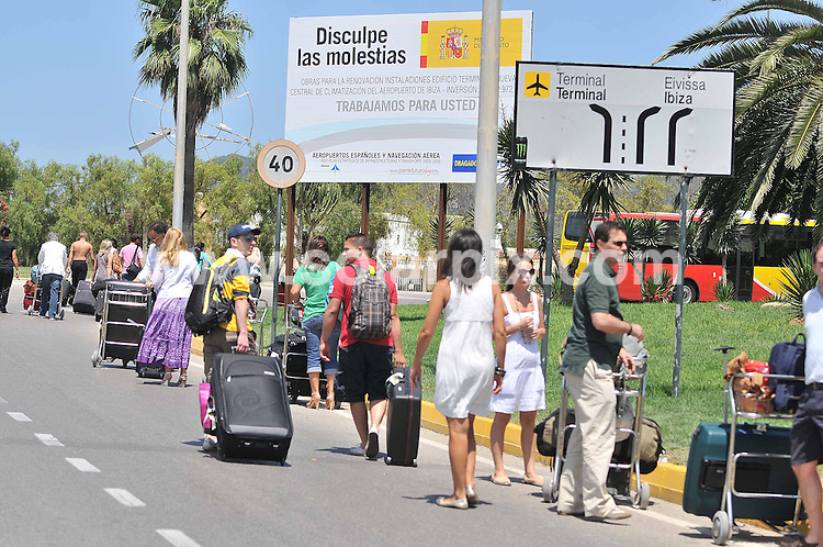 **ALL ROUND PICTURES FROM SOLARPIX.COM**.**WORLDWIDE SYNDICATION RIGHTS EXCLUDING SPAIN - NO PUBLICATION IN SPAIN**.**Full story  Tom Worden + 34 636018908.Hundreds of Brittsh holiday  passengers were evacuated from Ibiza airport in Spain today when a suspicios bag was found next a civil Gurad car at the Airport arrivals . This follows two Bomb explosions by the Basque separatist movement ETA . The latest was yesterday when two Civil Guard Policeman were killed in Mallorca. ..JOB REF: 9650         RMJ       DATE: 31.07.09.**MUST CREDIT SOLARPIX.COM OR DOUBLE FEE WILL BE CHARGED**.**MUST NOTIFY SOLARPIX OF ONLINE USAGE**.**CALL US ON: +34 952 811 768 or LOW RATE FROM UK 0844 617 7637**