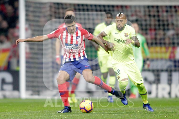 Club Atletico de Madrid's Rodrigo Hernandez and Futbol Club Barcelona's Arturo Vidal  during La Liga match. November 24,2018. (ALTERPHOTOS/Alconada)