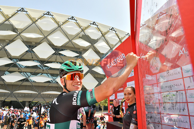 Pascal Ackermann (GER) Bora-Hansgrohe at sign on before Stage 5 the Al Ain Water Stage of the UAE Tour 2020 running 162km from Al Ain to Jebel Hafeet, Dubai. 27th February 2020.<br /> Picture: LaPresse/Massimo Paolone | Cyclefile<br /> <br /> All photos usage must carry mandatory copyright credit (© Cyclefile | LaPresse/Massimo Paolone)