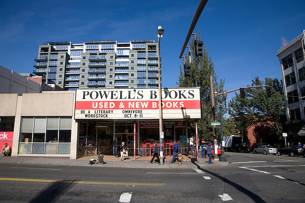 07 October 2009 - Portland, Oregon - Powell's Books, the largest independent used and new bookstore in the world.  Photo Credit: Elizabeth A. Miller/Sipa Press