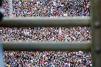 SÃO PAULO, 30 DE MARÇO 2013 - SHOW GOSPEL - A ALEGRIA COMPLETA - Show Gospel realizado na manhã deste sábado(30) no vale do Anhangabaú, zona central da capital. Segundo informações da GCM o número são mais de 100 mil fiéis presentes - FOTO: LOLA OLIVEIRA/BRAZIL PHOTO PRESS