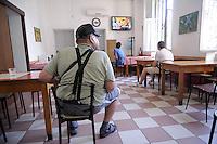 - Milano, circolo Arci Corvetto, sala della televisione....- Milan, social club Arci Corvetto, television romm