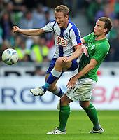 FUSSBALL   1. BUNDESLIGA   SAISON 2011/2012    7. SPIELTAG SV Werder Bremen - Hertha BSC Berlin                   25.09.2011 Cristian LELL (li, Berlin) gegen Philipp BARGFREDE (re, Bremen)