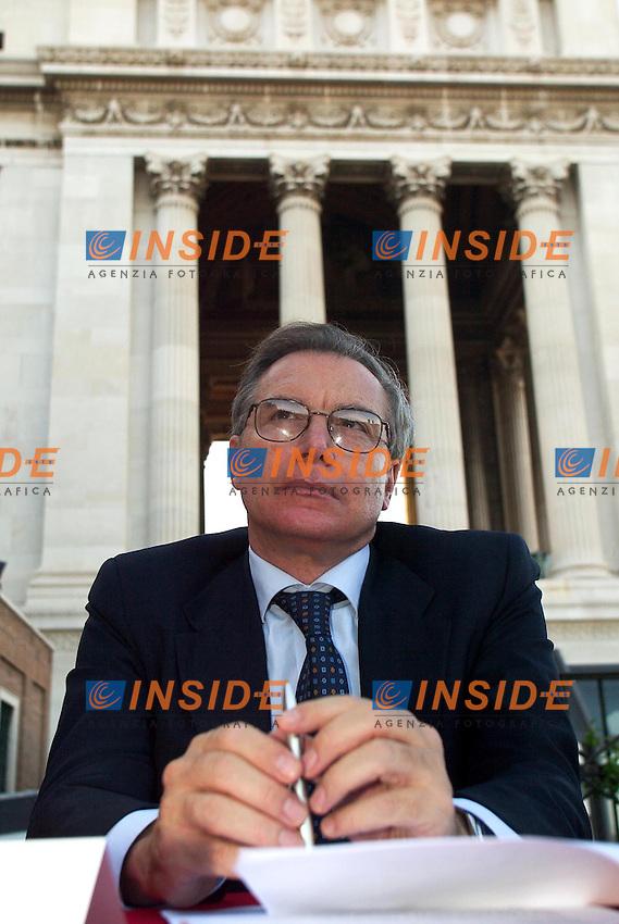 Roma 24 Giugno 2003<br /> Presentazione del libro &quot;Know Global&quot; di Pietro Folena.<br /> Nella foto Guglielmo Epifani, segretario della CGIL<br /> Foto Andrea Staccioli Insidefoto