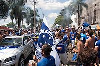 BELO HORIZONTE-MG-10112013 - CAMPEONATO BRASILEIRO CRUZEIRO X GREMIO - Torcida do Cruzeiro ocupa os arredores do Mineirão aguardando o confronto contra o Gremio - Belo Horizonte,domingo,10 - (Foto: Sergio Falci / Brazil Photo Press)