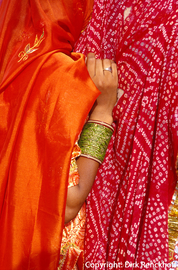 Hochzeitsgäste: Frauen im Sari, Bikaner (Rajasthan), Indien