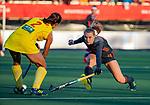 UTRECHT - Kyra Fortuin (Ned) met Gu Bingfeng (China)  tijdens   de Pro League hockeywedstrijd wedstrijd , Nederland-China (6-0) .  COPYRIGHT  KOEN SUYK