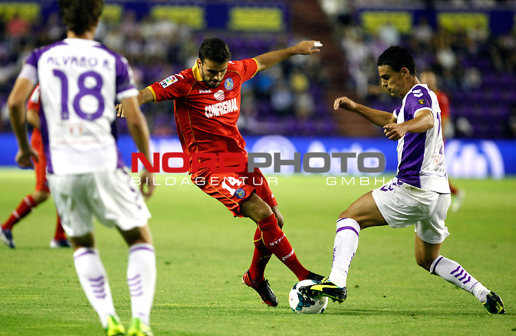 Real Valladolid¬¥s Pe√±a (r) and Getafe's Pedro Leon (l) during La Liga match.August 31,2013. Foto © nph / Victor Blanco)