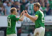 FUSSBALL   1. BUNDESLIGA   SAISON 2011/2012    3. SPIELTAG SV Werder Bremen - SC Freiburg                             20.08.2011 Jubel nach dem 4:3: Aaron HUNT (li) und Per MERTESACKER (re, beide Bremen)