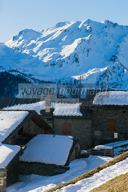Italie, Val d'Aoste, Vallée du Grand-Saint-Bernard,  Saint-Rhémy-en-Bosses: Ferme d'alpage au lieu dit  Arp du Jeu   // Italy, Aosta Valley,  Saint Rhemy en Bosses: // Italy, Aosta Valley, Grand-Saint-Bernard valley,  Saint Rhemy en Bosses: Mountain farm at a place called Arp du Jeu
