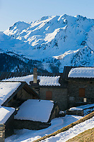 Italie, Val d'Aoste, Vallée du Grand-Saint-Bernard,  Saint-Rhémy-en-Bosses: Ferme d'alpage au lieu dit  Arp du Jeu   // Italy, Aosta Valley,  Saint Rhemy en Bosses: // Italy, Aosta Valley, Grand-Saint-Bernard valley,  Saint Rhemy en Bosses: Mountain farm at a place called Arp du Jeu