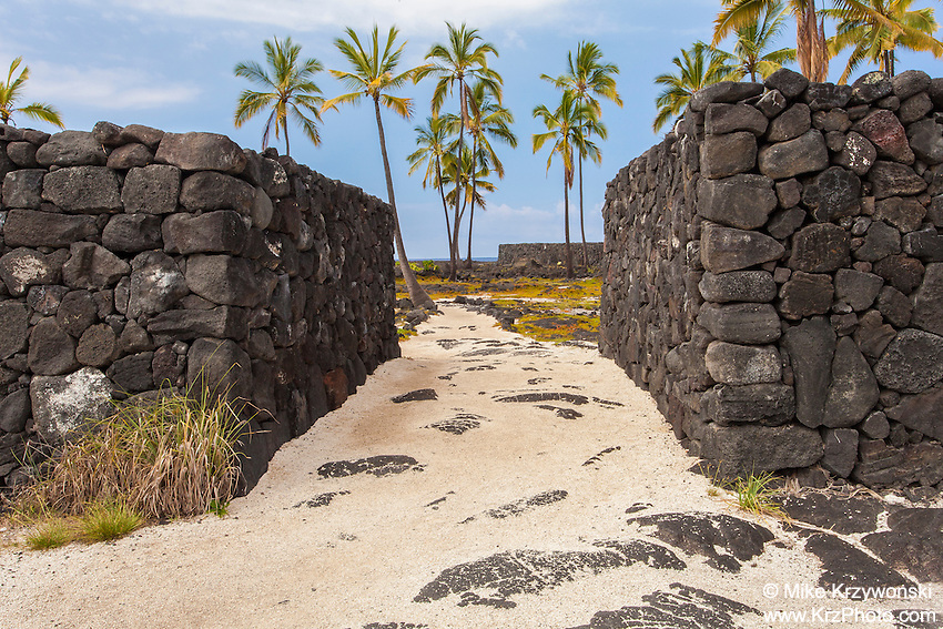 """The Great Wall"" in Pu'uhonua o Honaunau place of refuge national historical park, Big Island, Hawaii"