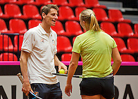 April 15, 2015, Netherlands, Den Bosch, Maaspoort, Fedcup Netherlands-Australia, Training session Dutch team, Kiki Bertens and Captain Paul Haarhuis<br /> Photo: Tennisimages/Henk Koster