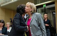 Berlin, die Ministerpräsidentin von Rheinland-Pfalz, Malu Dreyer (SPD, l.) und die Ministerpräsidentin von Nordrhein-Westfalen, Hannelore Kraft (SPD), am Freitag (03.05.13) bei der 909. Sitzung des Bundesrats in Berlin.
