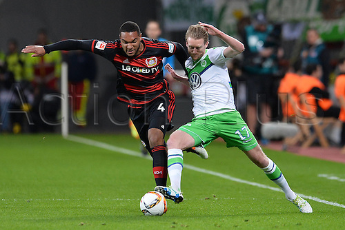 01.04.2016. Leverkusen, Germay. Bundesliga football. Bayer Leverkusen versus VFL Wolfsburg in the BayArena in Leverkusen. Jonathan Tah ( Leverkusen ), links - Andre Schurrle ( Wolfsburg )
