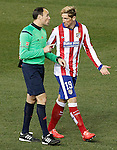 Spanish referee Mateu Lahoz have words with Atletico de Madrid's Fernando Torres during La Liga match.February 21,2015. (ALTERPHOTOS/Acero)