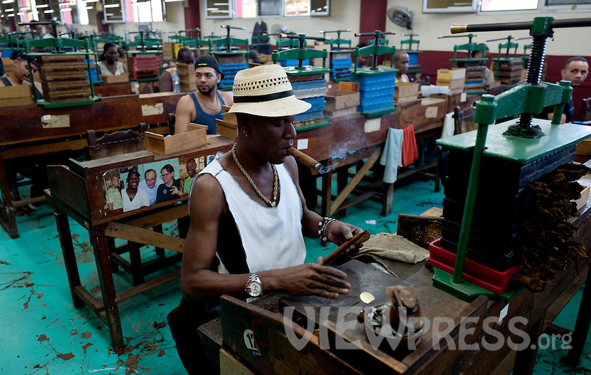 A man rolls a cigar at La Corona cigar factory in Havana, Cuba, March 01, 2017. Tourists from around the world visit to Cuba during the annual festival of the cigar, celebrate from February 27 to 3 of March.  VIEWpress/Eliana Aponte.