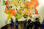 """Marabilliko galaren ospakizuna Ondarrun (Euskal Herri), 2013ko Urriaren 12an. Marabilli sormen festibala"""" Aitzol Aramaio zenaren indarrarekin jaiotako egitasmo bat da eta helburua da hainbat artista Ondarroan biltzea, idazleak, musikariak, zinegileak, antzerkilariak, artista plastikoak, diseinatzaileak. (Ander Gillenea / Bostok Photo)"""