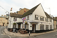 BNPS.co.uk (01202 558833)<br /> Pic: BNPS<br /> <br /> The White Swan Pub where the CCTV was filmed from.<br /> <br /> This is the shocking moment cocky thieves stage a lengthy raid on a jewellers in front of dozens of pub drinkers.<br /> <br /> A crowd of more than 20 customers gathered outside and watched as the five masked men armed with machetes broke into the premises 30ft away.<br /> <br /> The brazen gang spent five minutes calmly carrying out the raid that was caught on the pub's CCTV and camera phones filmed by witnesses.<br /> <br /> Members of the public were threatened with the deadly weapons and acid spray if they tried to intervene.<br /> <br /> One brave woman was seen to confront them but backed off when threatened with a crowbar.