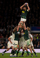 South Africa's Lood de Jager claims the lineout<br /> <br /> Photographer Bob Bradford/CameraSport<br /> <br /> Quilter Internationals - England v South Africa - Saturday 3rd November 2018 - Twickenham Stadium - London<br /> <br /> World Copyright © 2018 CameraSport. All rights reserved. 43 Linden Ave. Countesthorpe. Leicester. England. LE8 5PG - Tel: +44 (0) 116 277 4147 - admin@camerasport.com - www.camerasport.com
