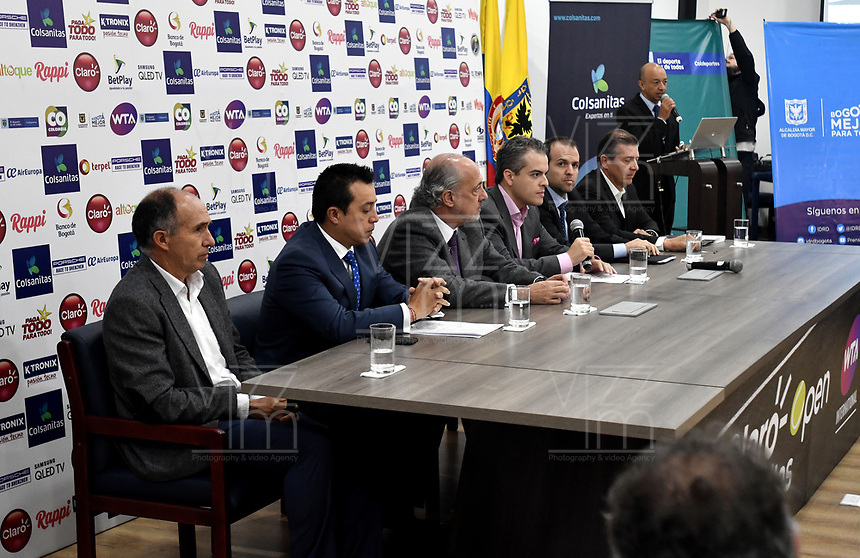 BOGOTA – COLOMBIA, 20-03-2019: David Samudio (Izq.) Presidente de la Federación Colombiana de Tenis, Orlando Merlano (2 Izq.); Director del Instituto Distrital para la Recreación y el Deporte (IDRD); Ignacio Correa Sebastián (3 Izq.), Presidente de Colsanitas; David Londoño (3 Der.), Director Corporativo de Mercadeo y Comunicaciones de Claro; Ernesto Lucerna (2 Der.), Director Nacional de Coldeportes y Jahn Fontalvo (Der.) de Gran Slam Producciones y Director General del Claro Colsanitas WTA 2019, durante la presentación del Claro Colsanitas WTA 2019 de tenis en el auditorio Adolfo Carvajal, en Coldeportes, torneo que se realizará en las canchas del Carmel Club en la ciudad de Bogotá del 6 al 14 de abril de 2019. / David Samudio (Left) President of the Colombian Tennis Federation, Orlando Merlano (2 L); Director of the District Institute for Recreation and Sports (IDRD); Ignacio Correa (3 Izq.), President of Colsanitas; David Londoño (3 rd.), Corporate Director of Marketing and Communications of Claro; Ernesto Lucerna (2 Der.), National Director of Coldeportes and Jahn Fontalvo (Der.) of Gran Slam Productions and General Director of Claro Colsanitas WTA 2019, during the presentation of the Claro Colsanitas WTA 2019 tennis in the auditorium Adolfo Carvajal, in Coldeportes, tournament to be held in the courts of the Carmel Club in the city of Bogotá from April 6 to 14 de 2019. / Photo: VizzorImage / Luis Ramírez / Staff.