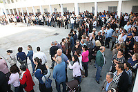23 ottobre 2011 Tunisi, elezioni libere per l'Assemblea Costituente, le prime della Primavera araba: lunga fila di persone davanti al seggio elettorale.October 23, 2011 Tunis, free elections for the Constituent Assembly, the first of the Arab Spring: long line of people before the polling place.<br /> <br /> premieres elections libres en Tunisie octobre <br /> tunisian elections