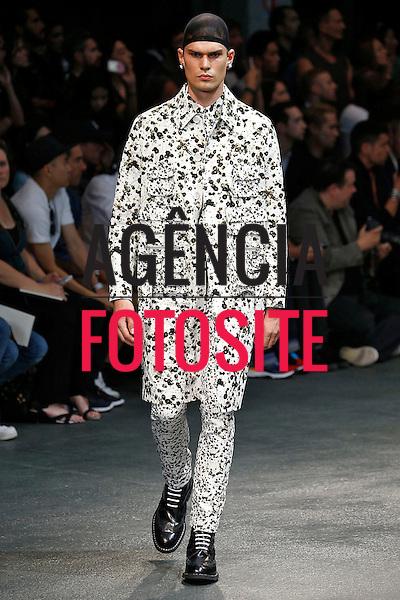 Paris, Franca – 06/2014 - Desfile de Givenchy durante a Semana de moda masculina de Paris - Verao 2015. <br /> Foto: FOTOSITE