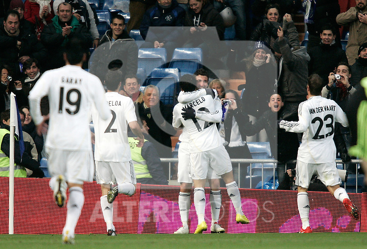 Real Madrid's players celebrate during La Liga match, December 19, 2009. (ALTERPHOTOS/Alvaro Hernandez).