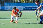 UTRECHT - Glenn Schuurman (Bldaal)  met Robbert Kemperman (Kampong)  tijdens   de hoofdklasse competitiewedstrijd mannen, Kampong-Bloemendaal (2-2) . COPYRIGHT   KOEN SUYK