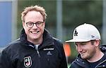 HUIZEN  - coach Boaz Janssen (HUI) met  coach Julian Steen (Gro)   , hoofdklasse competitiewedstrijd hockey dames, Huizen-Groningen (1-1)   COPYRIGHT  KOEN SUYK