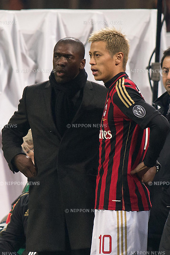 (L-R) Clarence Seedorf, Keisuke Honda (Milan), JANUARY 22, 2014 - Football / Soccer : Keisuke Honda of AC Milan prepares to come on as a substitute during the Coppa Italia (TIM Cup) Quarter-final match between AC Milan 1-2 Udinese at Stadio Giuseppe Meazza in Milan, Italy. (Photo Enrico Calderoni/AFLO SPORT)