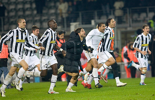 05.12.2009 Italian Serie A Torino Stadio Olimpico JUVENTUS v INTER MILAN. in the picture: juve substitute players celebrate the final whistle and their win. Photo: Alberto Ramella/Actionplus Editorial Use - Not Italy.