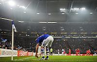 FUSSBALL   EUROPA LEAGUE   SAISON 2011/2012  ACHTELFINALE FC Schalke 04 - Twente Enschede                         15.03.2012 Christian Fuchs (FC Schalke 04) legt sich den Ball zur Ecke zurecht