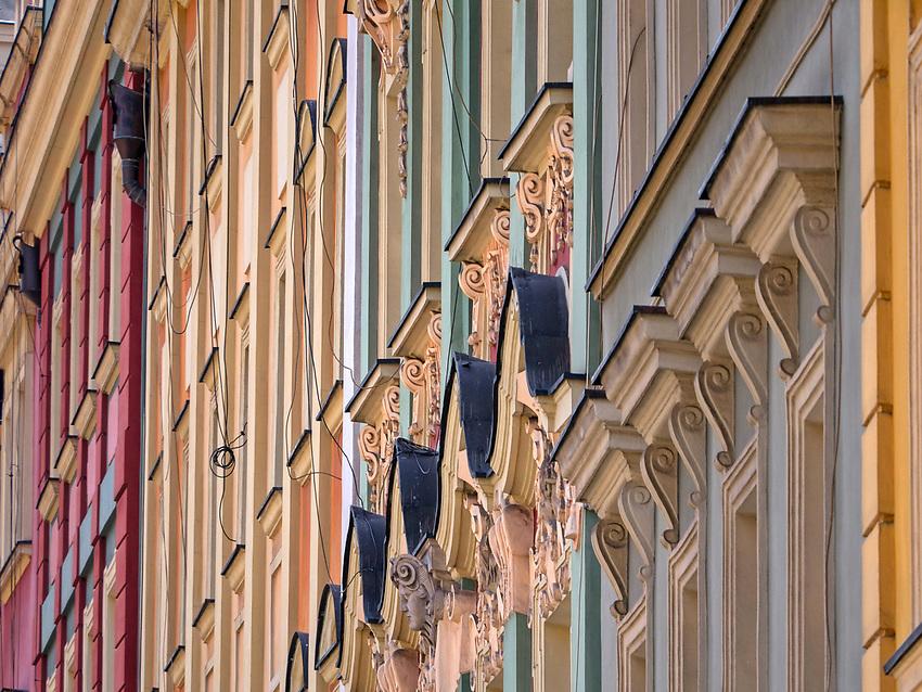 Fasady kamieniczek na rynku we Wrocławiu, Polska<br /> Facades of tenements on market place in  Wrocław, Poland