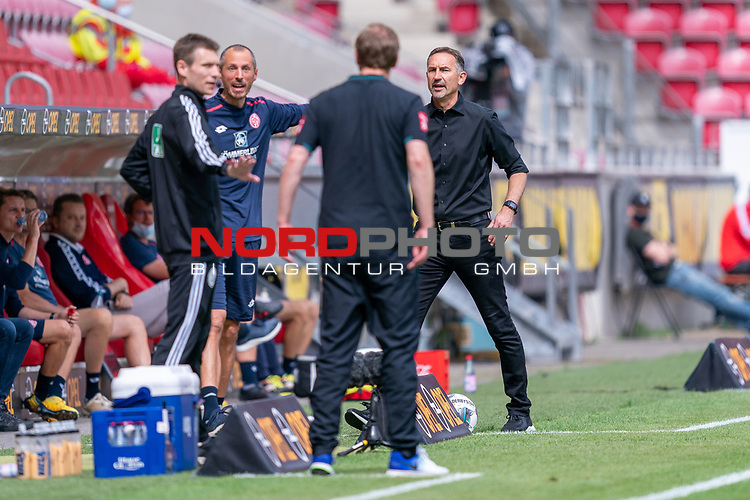 Benjamin Cortus (4. Offizieller) (4. Offizieller) Florian Kohfeldt (Trainer SV Werder Bremen) Achim Beierlorzer (Trainer 1. FSV Mainz 05)<br /> <br /> <br /> Sport: nphgm001: Fussball: 1. Bundesliga: Saison 19/20: 33. Spieltag: 1. FSV Mainz 05 vs SV Werder Bremen 20.06.2020<br /> <br /> Foto: gumzmedia/nordphoto/POOL <br /> <br /> DFL regulations prohibit any use of photographs as image sequences and/or quasi-video.<br /> EDITORIAL USE ONLY<br /> National and international News-Agencies OUT.