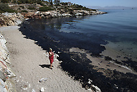 Pictured: The oil spill that has reached the coast of Salamina, Greece<br />